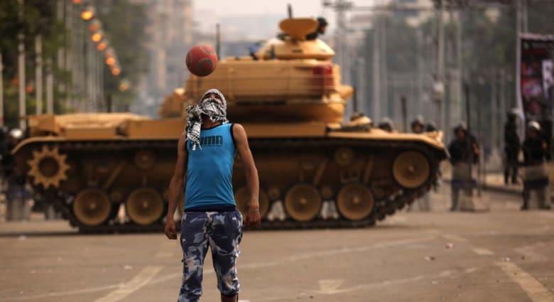 مصر البنادق واللحى.. هوية ضائعة لم تحسمها سنوات الصراع