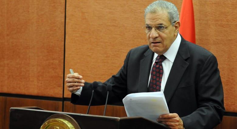"""محلب يتجنب """"وضع"""" السيسي ويعد بتحقيق تطلعات المصريين"""