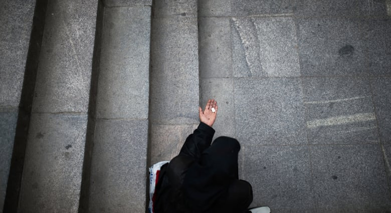 تقارير: سعودية توصي للفقراء بثروتها التي جمعتها من التسول