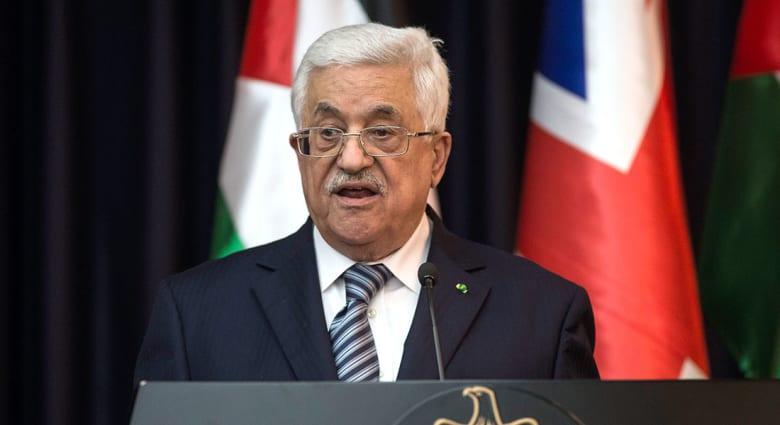 صحف: عباس يدين عملية الخليل ومنع 7 كويتيين من دخول الإمارات