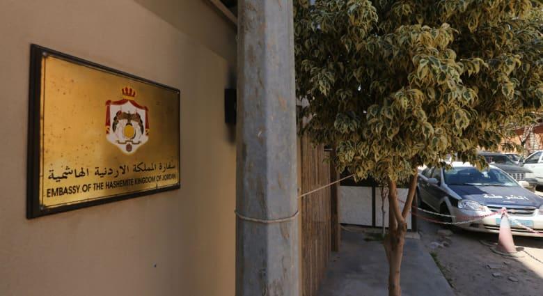 عائلة السفير المختطف بليبيا تتسلم مقتنياته من طرابلس