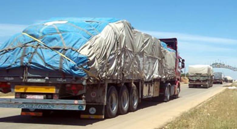 """سوريا: 12 شاحنة """"مساعدات ومفروشات"""" إلى ريف إدلب"""
