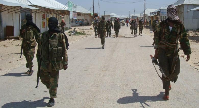 """الصومال: """"الشباب"""" تتبنى تفجيري السبت وتقول إن المسؤول المستهدف """"عميل"""""""