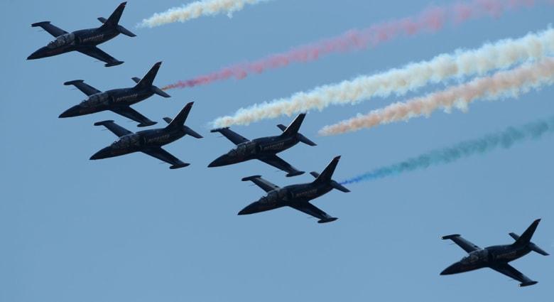 أمريكا: 3 إصابات في رحلة فاشلة لطائرة ومقتل طيار في عرض جوي