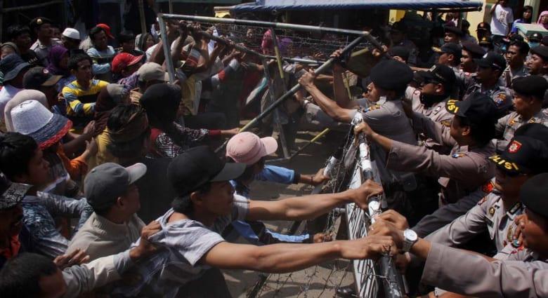"""انتقادات لـ""""دعوات الجهاد"""" السنيّة ضد مليون شيعي في إندونيسيا"""