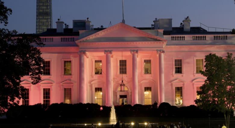 """تقرير: عناصر """"الخدمة السرية"""" تركت حراسة البيت الأبيض لتأمين سلامة مساعدة المدير"""