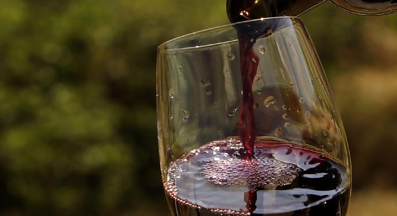دراسة: عدم الإكثار من النبيذ الأحمر يمحي فوائده الصحية