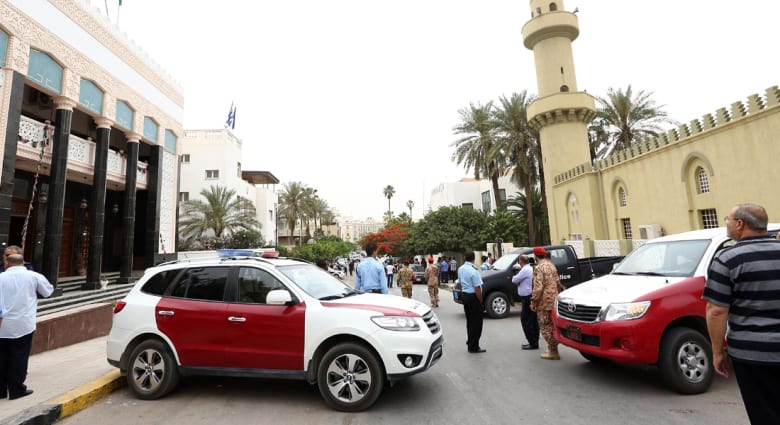 الجزائر تغلق سفارتها في ليبيا وتقارير عن محاولة اختطاف سفيرها
