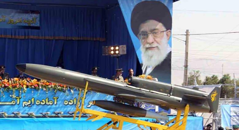 """إيران تكشف قدرات طائرة """"فطرس"""" الموجهة"""