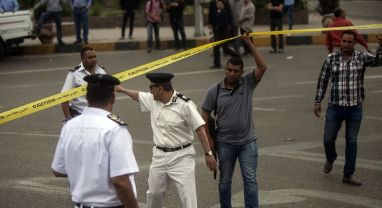 """مصر.. مقتل شرطيين بالمنيا وانفجار بجامعة """"عين شمس"""""""