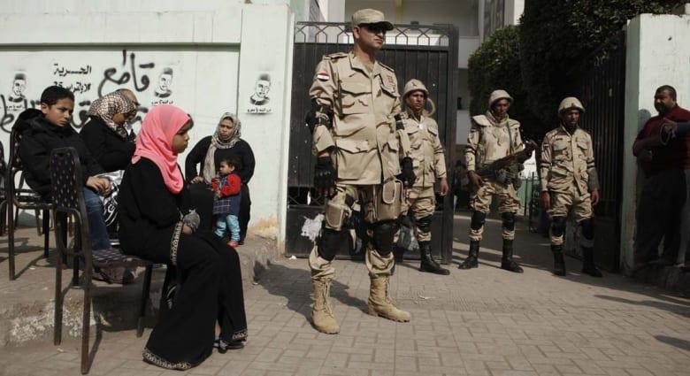 """انتخابات مصر.. مراكز الاقتراع """"ثكنات عسكرية"""" وحظر متعلقات الناخبين"""