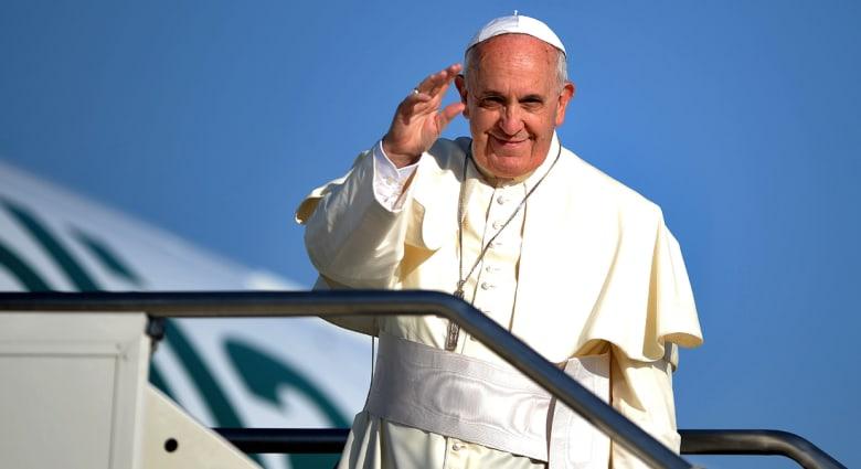 بالفيديو.. البابا يلتقي الملك عبد الله في مستهل رحلة الحج إلى الأراضي المقدسة