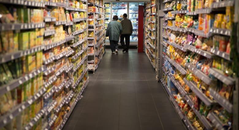 دراسة: توفر المأكولات بأسعار رخيصة فاقم البدانة لدى البشر