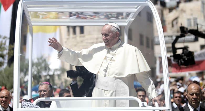 """صحف العالم: هل صنع الفلسطينيون """"بروباغاندا"""" من زيارة البابا؟"""