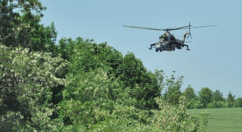مروحية أوكرانية مقاتلة تضرب هدفا قرب مطار دونيتسك