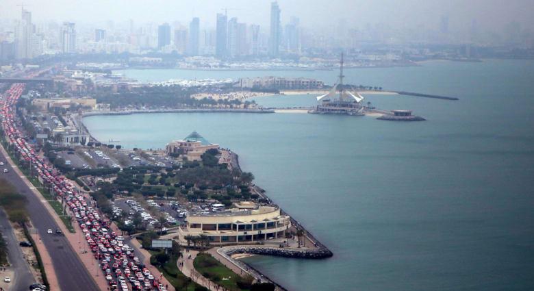 """الكويت: استقالة وزير التعليم بعد مقتل عاملين مصريين وقضية """"أغذية فاسدة"""" بالمدارس"""