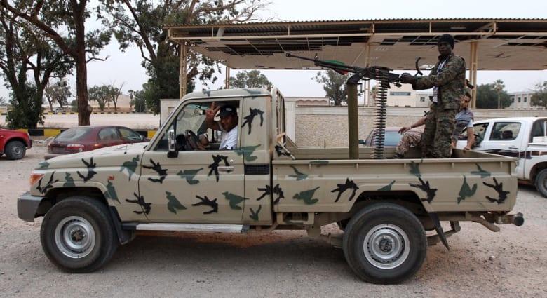 عشرات القتلى في معارك بنغازي.. وتونس تدعو رعاياها لمغادرتها فوراً