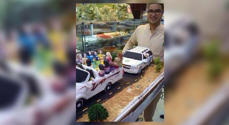 """قالب حلوى سعودي يثير الجدل.. سيارة فتيات تلاحقها سيارة """"الهيئة"""""""
