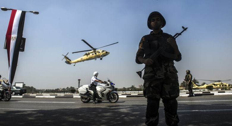"""تنصيب السيسي:احتفالات واحتجاجات وخلفان يثني على تهنئة قطر ونجل مرسي """"الانقلاب"""" سيزول"""