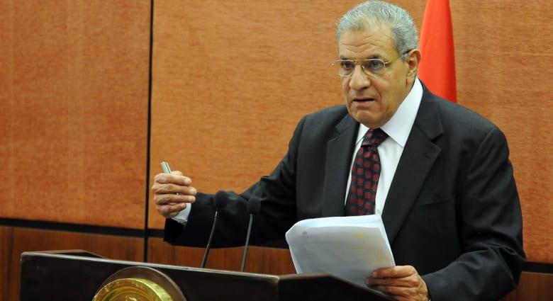 """مصر..""""مجموعة المقاتلين"""" تؤدي اليمين مبكراً والسيسي يترأس أول اجتماع للحكومة"""