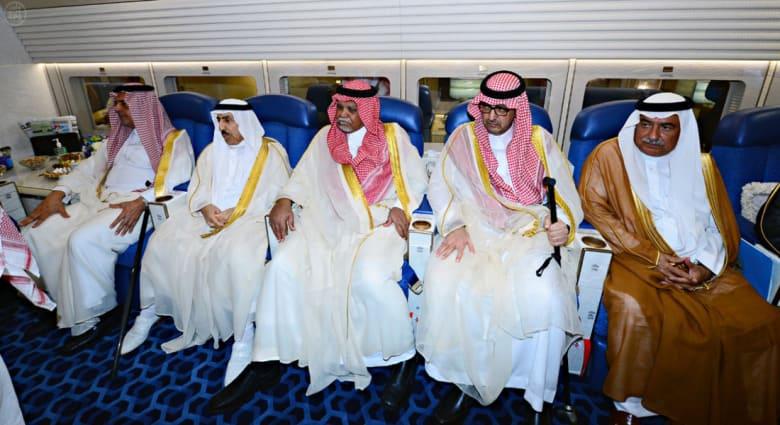 عودة الأمير بندر بن سلطان للظهور برفقة العاهل السعودي تشعل مواقع التواصل