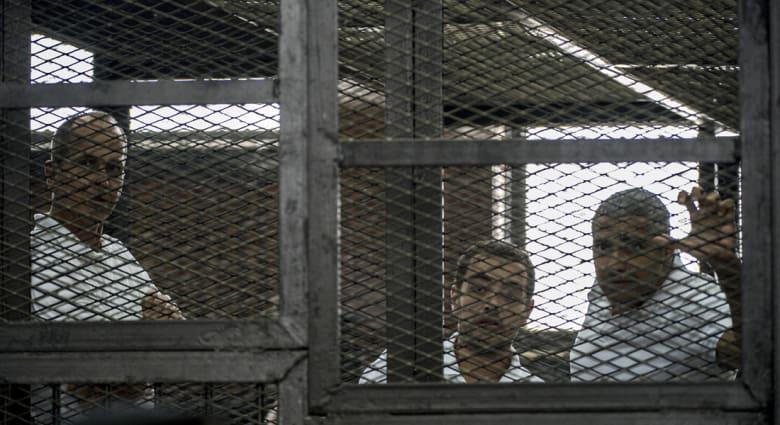 هالة غوراني تكتب: لماذا يجب علينا أن نقلق تجاه الحكم بحق صحفيي الجزيرة؟