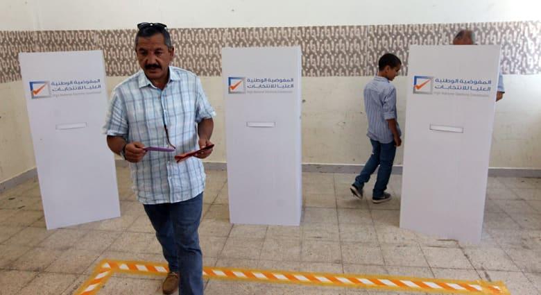 انتخابات ليبيا النيابية: إقبال ضعيف بحسب مراقبين و3 قتلى باشتباكات مسلحة في بنغازي