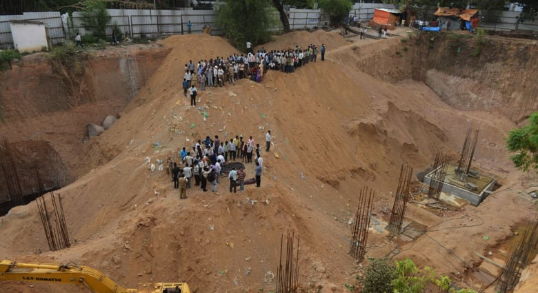 الهند: انهيار بناية تحت الإنشاء مكونة من 11 طابقا
