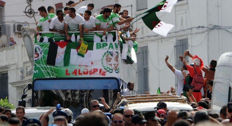 """استقبال حافل لـ""""محاربي الصحراء"""" بالجزائر بعد أداء """"مشرف"""" بمونديال البرازيل"""