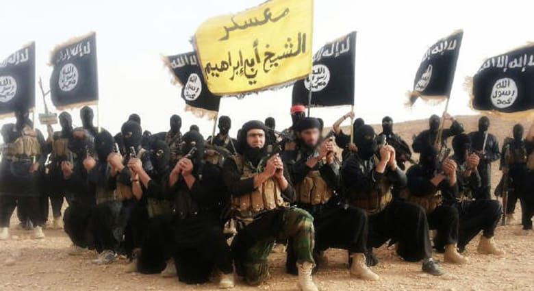 """نشطاء: """"داعش"""" يسيطر على أكبر حقول النفط بدير الزور"""