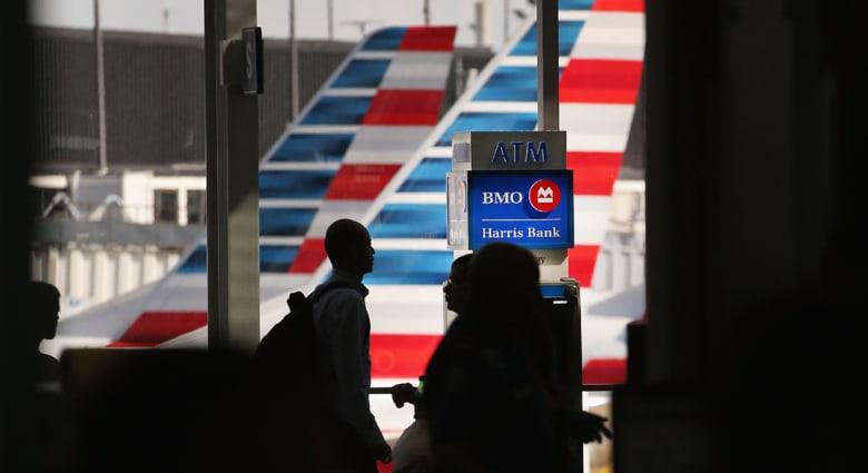أمريكا: تهديدات قد تدفع ركاب طائرات الشرق الأوسط لتشغيل أجهزتهم قبل الرحلات