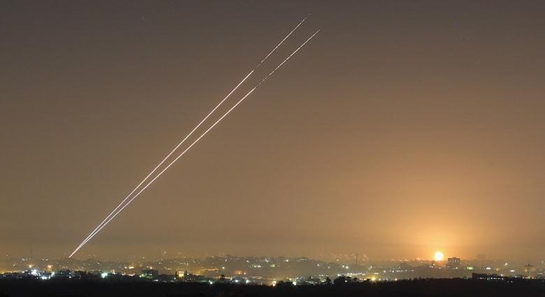 إسرائيل: حماس ولأول مرة تطلق صاروخين يصلان لجنوب حيفا
