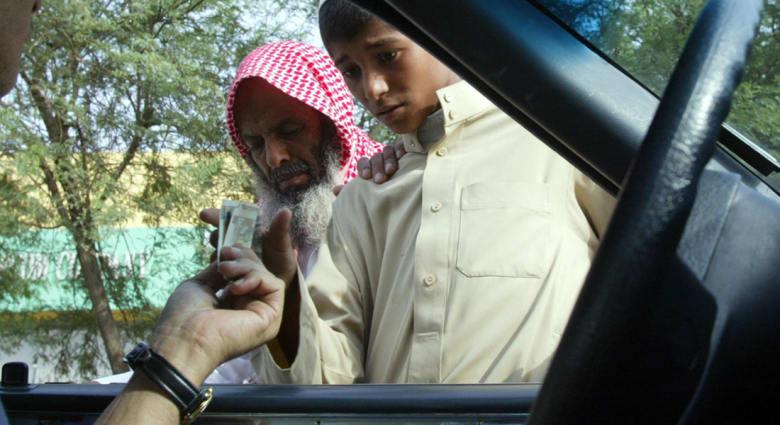الفوزان: الإسلام يلزم الدولة والأغنياء بكفالة الفقراء ويصعب ملء القلب بالهدى إذا خوت المعدة