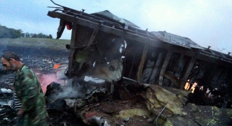 295 قتيلا على متن الماليزية وأوكرانيا تتهم المتمردين بإسقاطها بصاروخ روسي