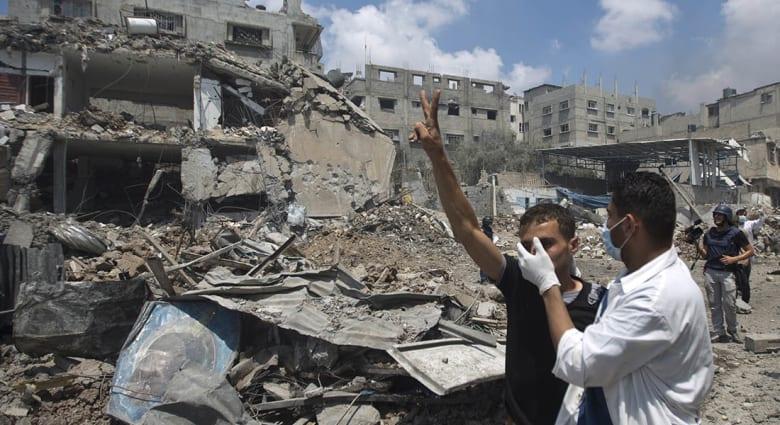 """صحف: سكان غزة بكوا نهارا وأكلو """"الكنافة"""" ليلا"""