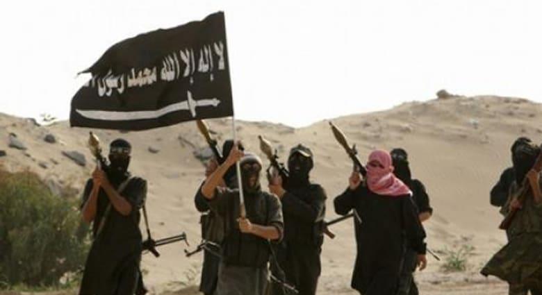 """""""الدولة الإسلامية"""" تقطع الرؤوس وتعرضها.. وتذبح 41 جنديا من """"الحر"""" بأول أيام العيد"""