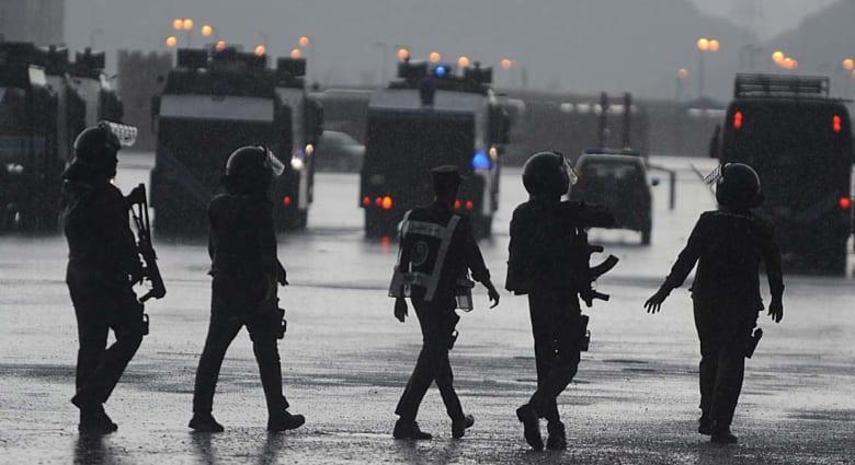 أمير الرياض يطلب التحقيق في هروب 77 موقوفا بإحداثهم فتحة في جدار السجن