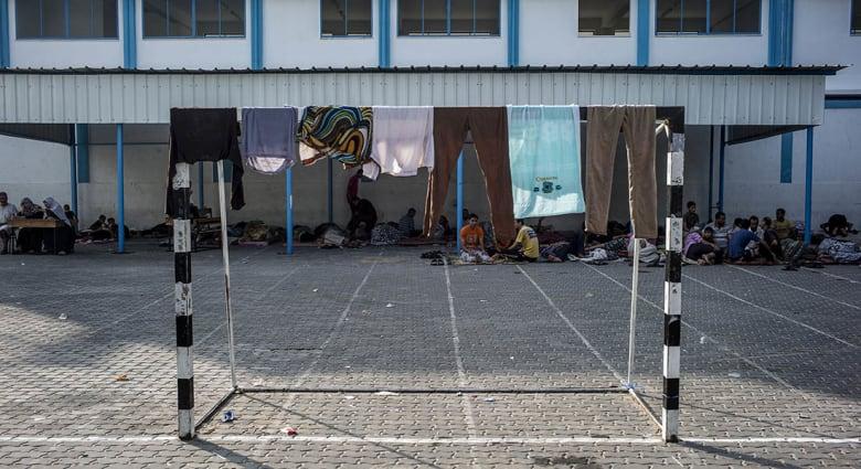 صحف العالم: كيف يقضي اللاجئون الفلسطينيون يومهم في مدارس الأونروا بغزة؟