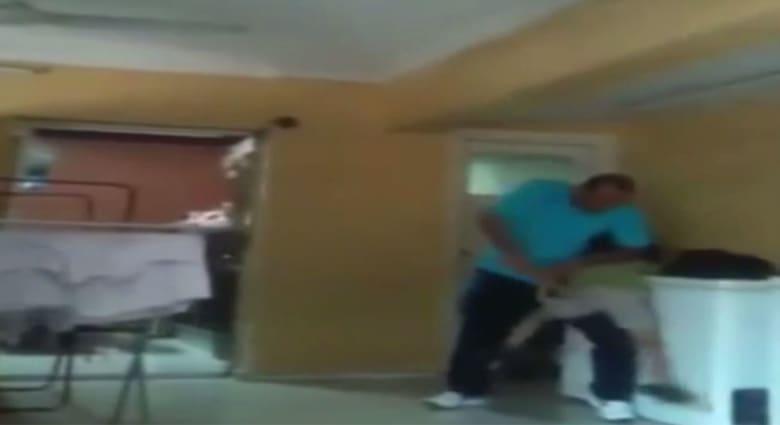 مصر: زوجة مدير دار أيتام تفضحه بفيديو تعذيب وحشي للأطفال.. والسلطات تتدخل