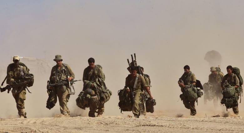 """التهدئة  """"صامدة"""" منذ الصباح بغزة.. إسرائيل تسحب قواتها وتتحضر لمعركة قانونية"""