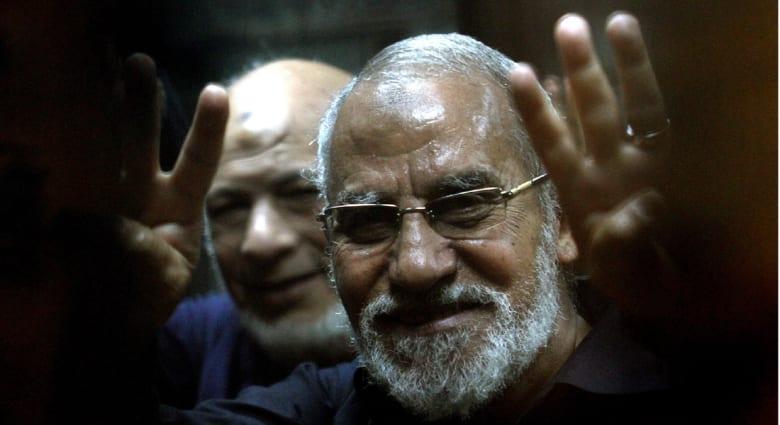 جدل بعد الإحالة الثانية لأوراق بديع وغيره من الإخوان للمرة الثانية إلى المفتي