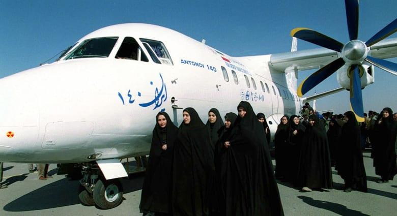 إيران: تحطم طائرة ركاب قرب طهران وتقارير عن مقتل جميع الركاب وسط تفاوت بعددهم