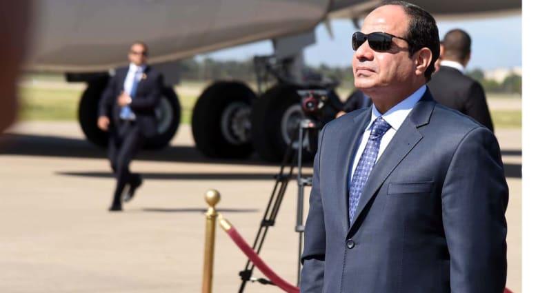 السيسي يعتمر ويبحث مع العاهل السعودي أوضاع غزة والعراق وليبيا