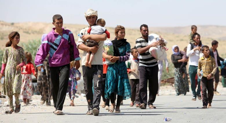 """شهادات فارين من """"جحيم سنجار"""": جيراننا العرب يشاركون """"داعش"""" بذبح الأيزيديين"""