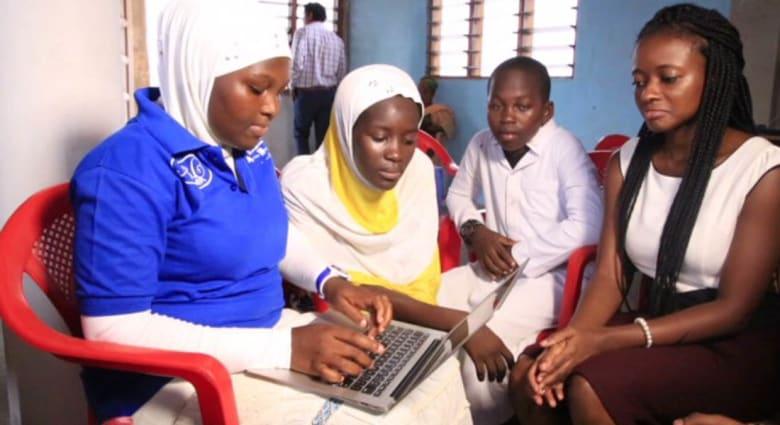 """المرأة الأفريقية تتحدى الرجال وتكسر """"الحاجز الزجاجي"""" أمام التكنولوجيا"""
