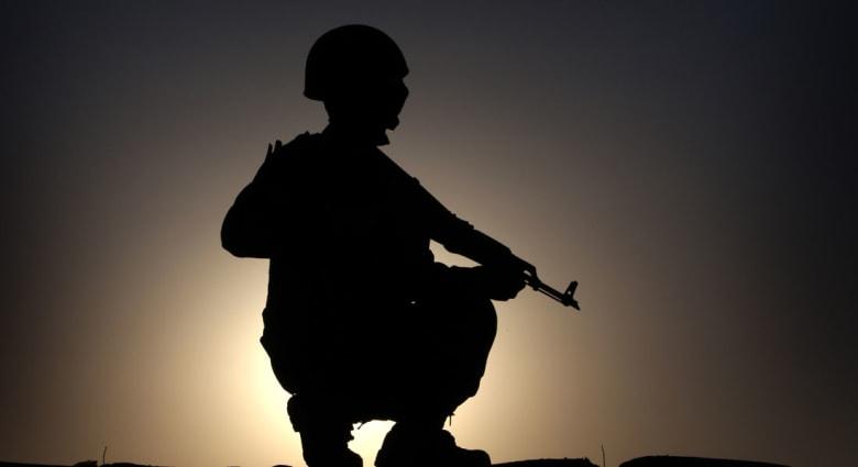 """سؤال يشغل الكثيرين: لماذا تتدخل أمريكا في العراق و""""تتجاهل"""" سوريا؟"""