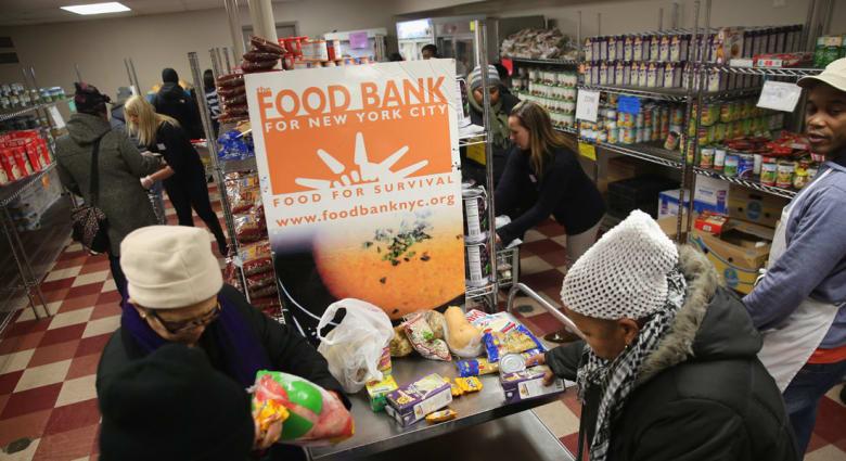 تقرير: واحد بين كل 7 يتلقى مساعدات لإبعاد شبح الجوع بأمريكا