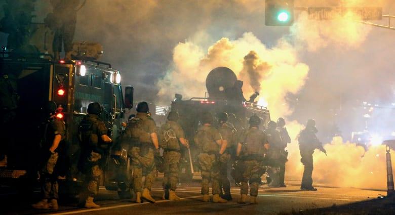 """أحداث """"فيرغسون"""" تثير قلقاً لدى القاهرة وطهران من """"قمع السود"""" بأمريكا"""