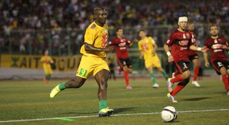 الاتحاد الجزائري يوقف بطولة الدوري بعد وفاة مهاجم القبائل الكاميروني