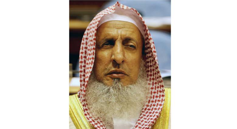 مفتي السعودية: قتال داعش واجب.. وينصح السعوديين: من يحملكم على بغض بلادكم وقادتكم غاش خائن